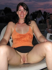 Naked British Mom sparkles her sweet..