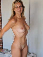 Naked mature wife show her smooth naked..
