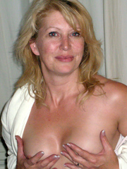 Blond mature housewife showing boobs,..