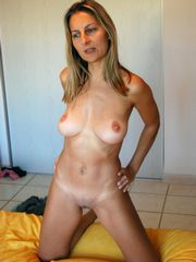 Still sexy mature housewives posing naked