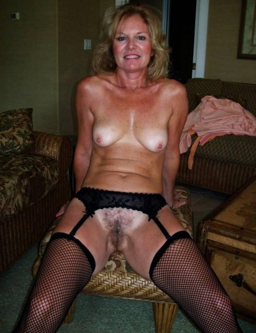 Mature mom naked mirror pic — photo 8