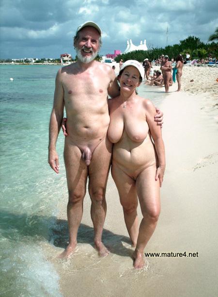 naked-mature-woman-on-beach