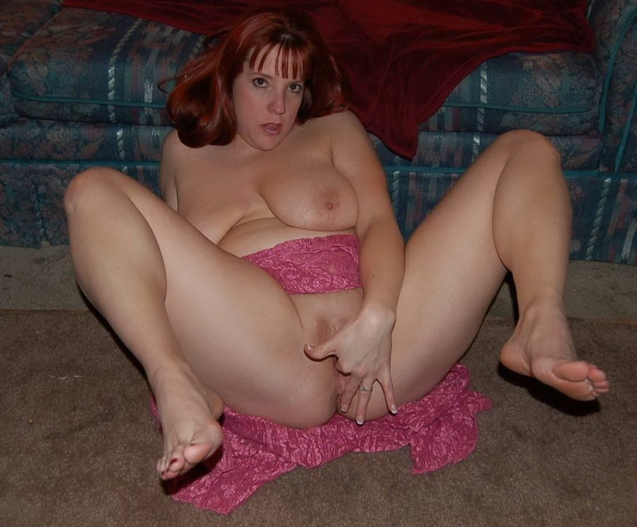 Big boobs bare feet