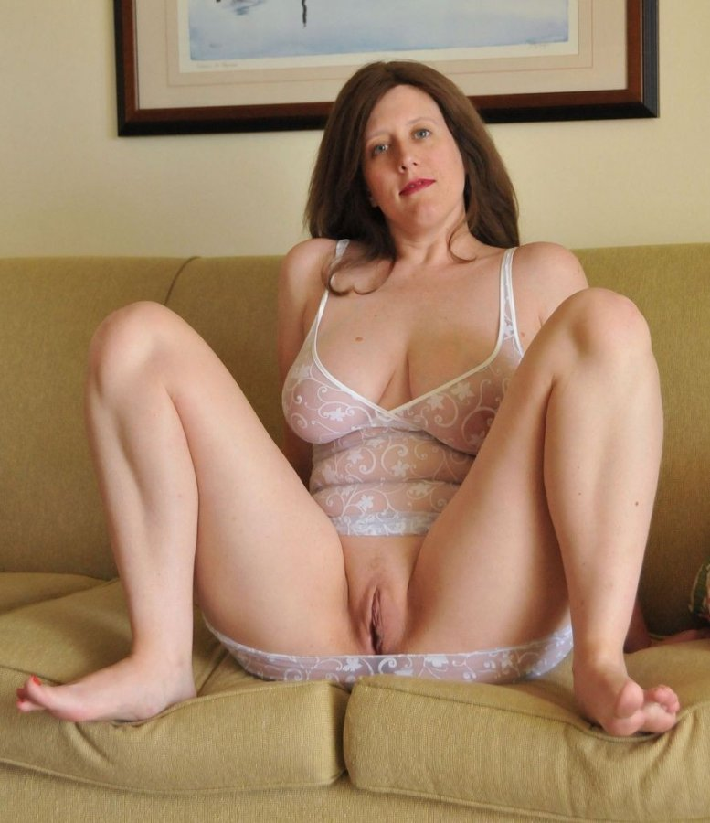 Love really please Blonde MILF shows Her feet you must