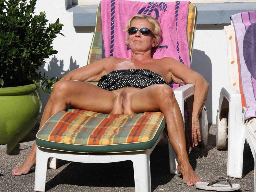 Topless granny matures, chavy girl nude