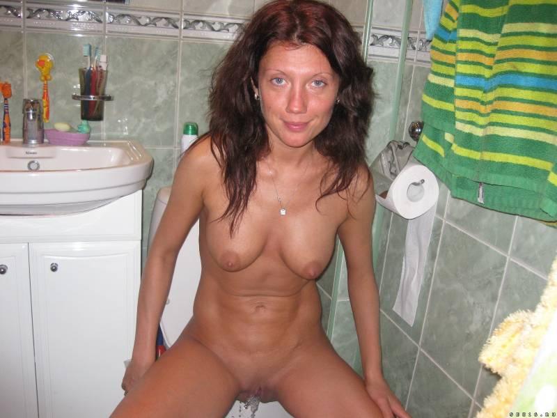 пяные голые бабы в туалетах