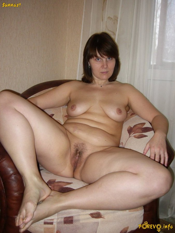 thick girl lying naked on a leather couch. full-size picture #5