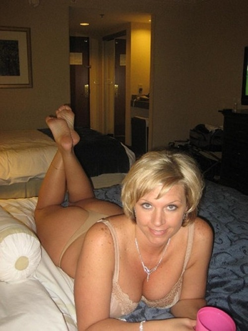 Older pregnant women nude