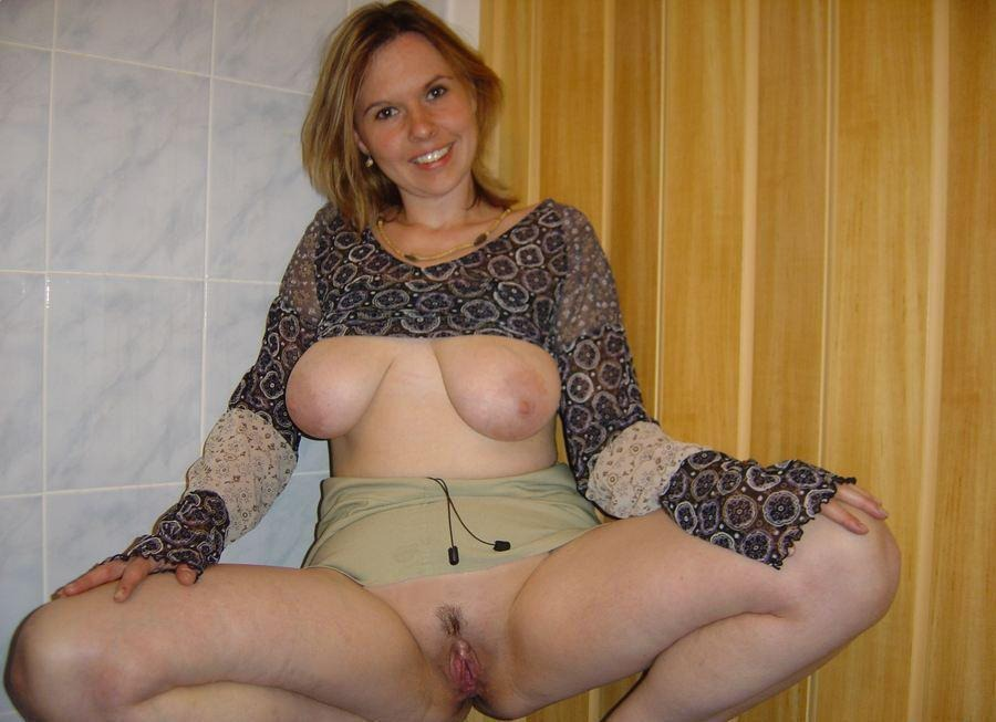 image Blonde milf goes wild with a vacuum pump