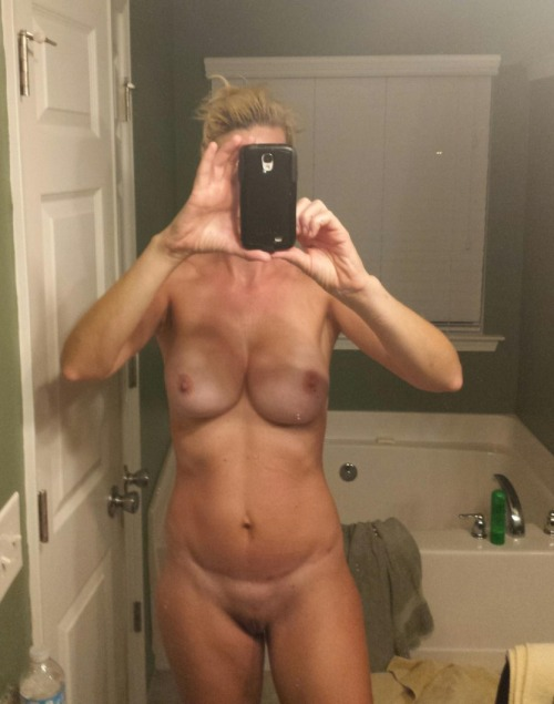 Self shot nude pregnant women